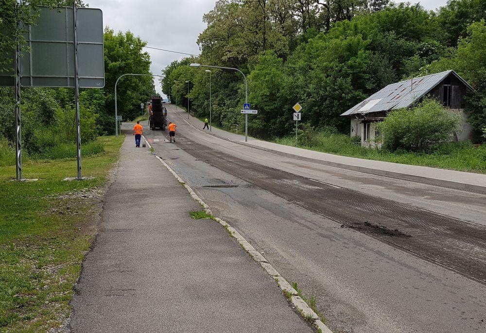 Na Rosinskej ceste začali s frézovaním starej cesty, foto 5
