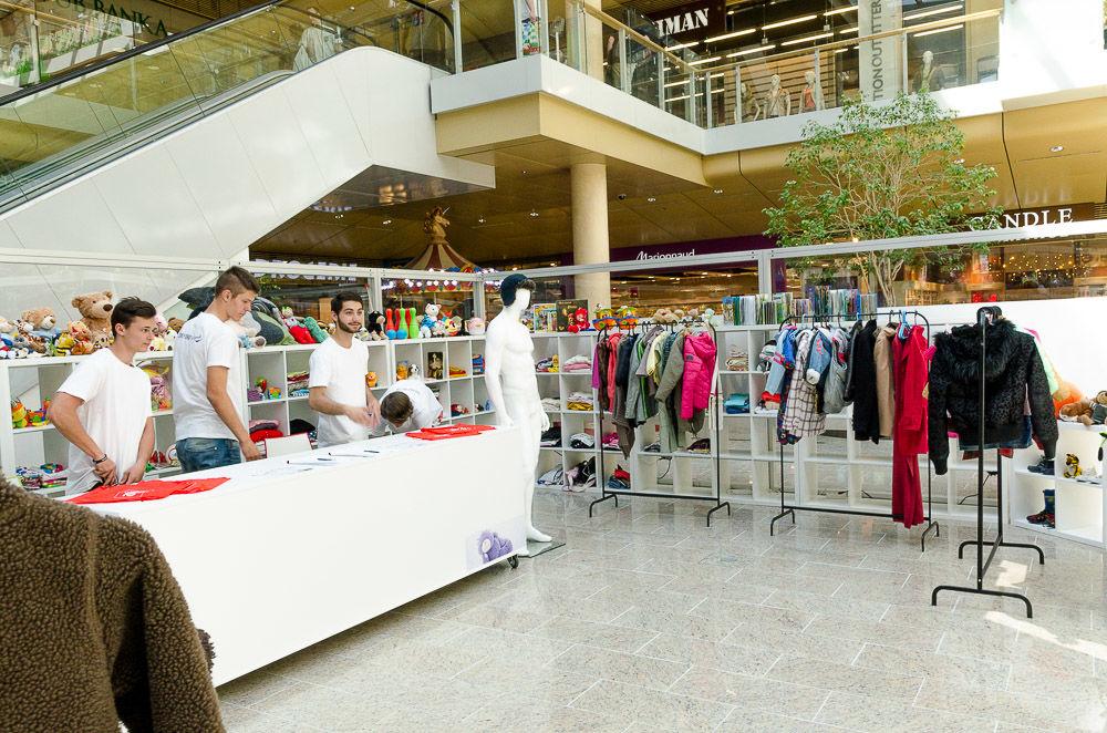 Prázdny obchod v žilinskom Auparku - 01. - 04.06.2017, foto 5