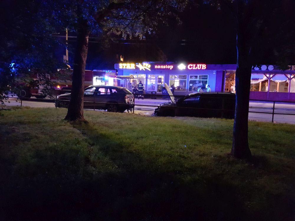 Požiar osobného auta na sídlisku Vlčince - 10.7.2017, foto 2