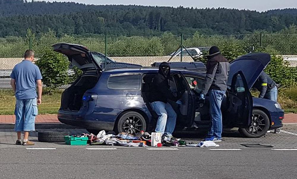 Policajná razia na diaľnici D1, odpočívadlo Predmier - 14.7.2017, foto 1