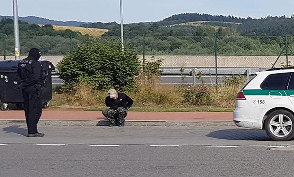 Policajná razia na diaľnici D1, odpočívadlo Predmier - 14.7.2017, foto 3