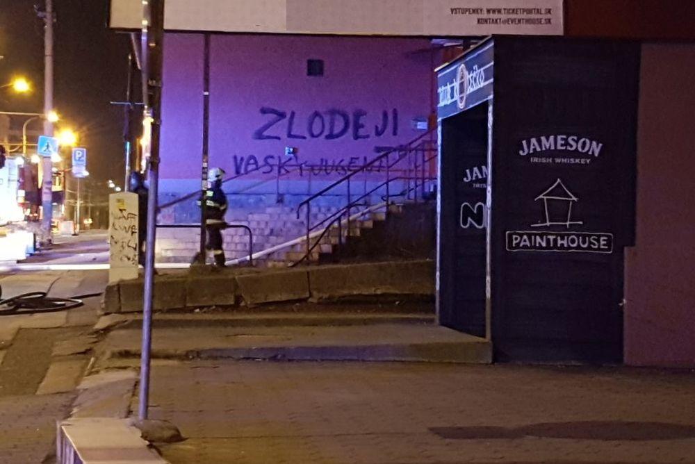 Požiar Okresnej kancelárie SMER-SD Žilina, foto 5