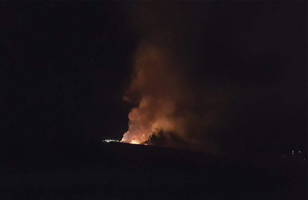 Nočný požiar pri obci Rosina 22.4.2018, foto 1