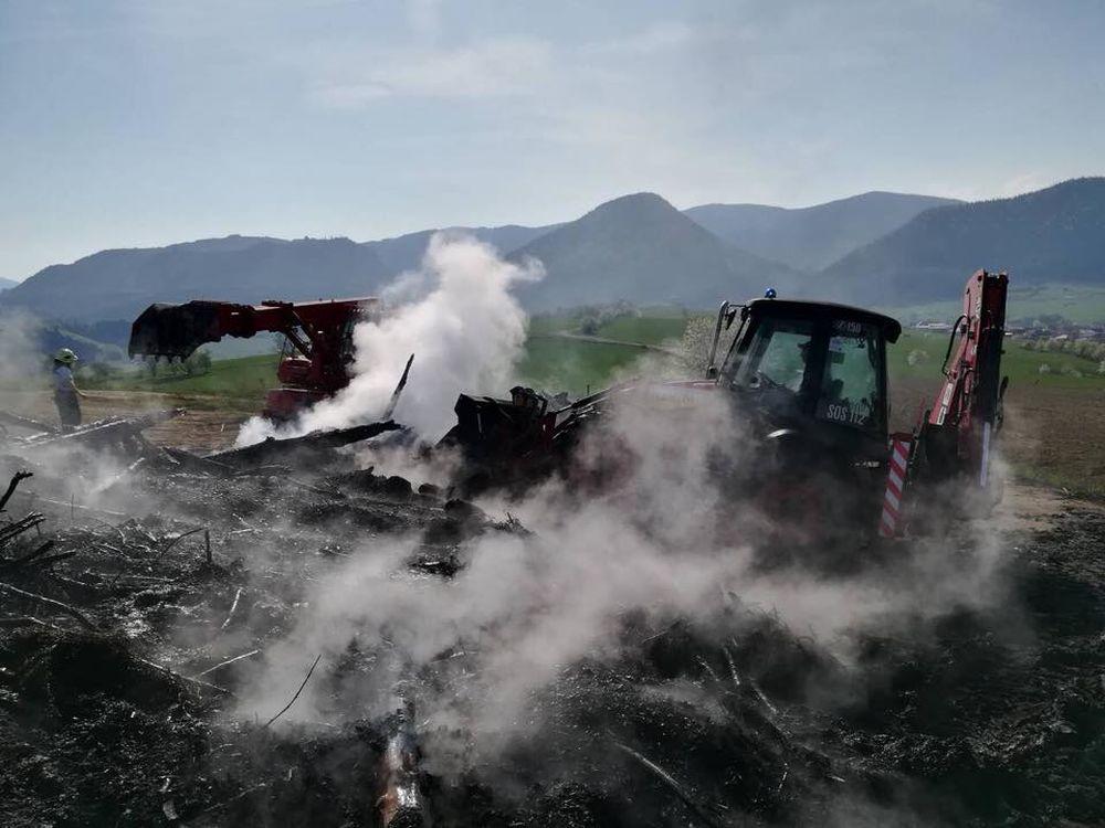 Nočný požiar pri obci Rosina 22.4.2018, foto 9