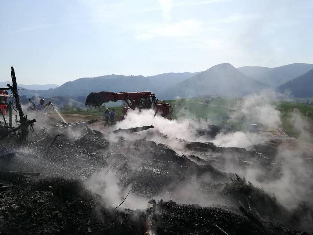 Nočný požiar pri obci Rosina 22.4.2018, foto 10