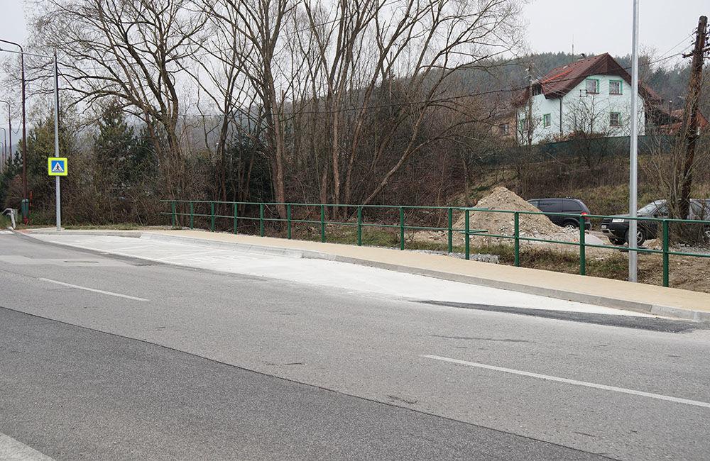Novovybudovaná zastávka MHD Pod vinicou v mestskej časti Závodie, foto 2