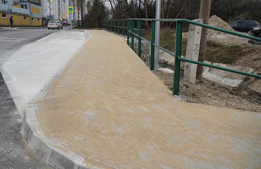 Novovybudovaná zastávka MHD Pod vinicou v mestskej časti Závodie, foto 5