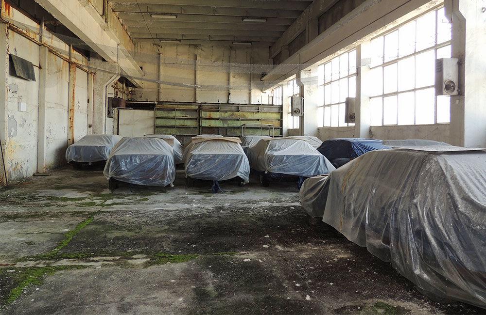 V opustenej hale v Bulharsku objavili nikdy nejazdené 25 ročné BMW, foto 1