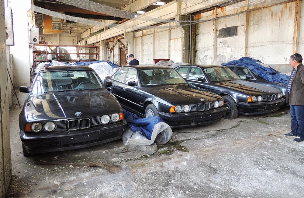 V opustenej hale v Bulharsku objavili nikdy nejazdené 25 ročné BMW, foto 5