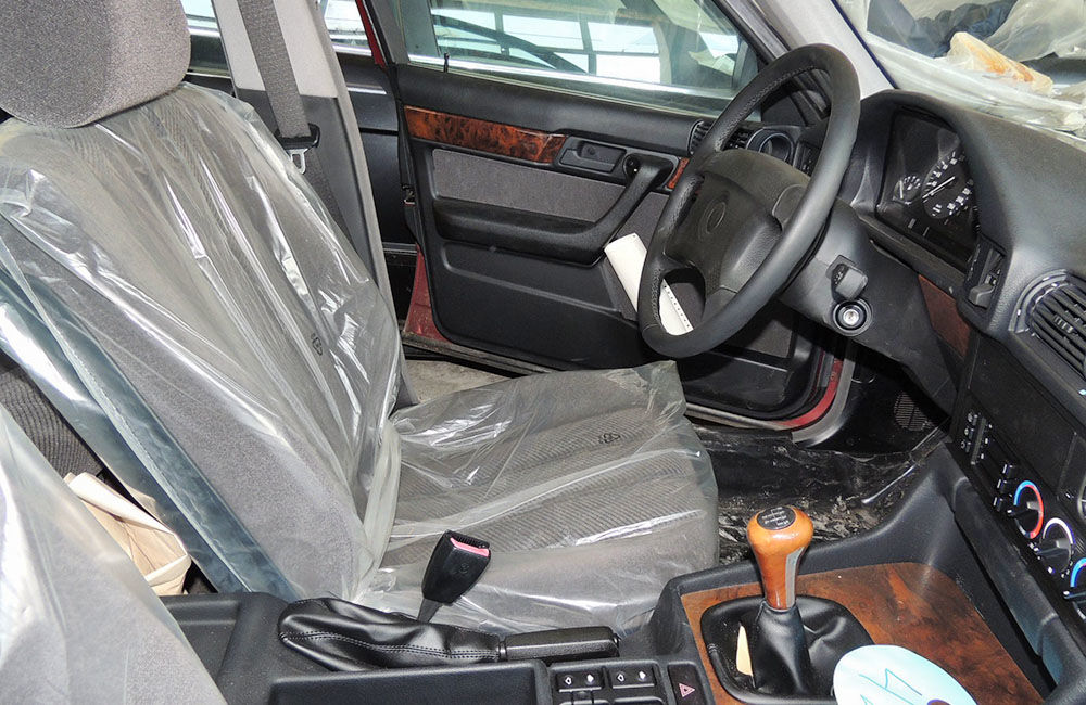 V opustenej hale v Bulharsku objavili nikdy nejazdené 25 ročné BMW, foto 6