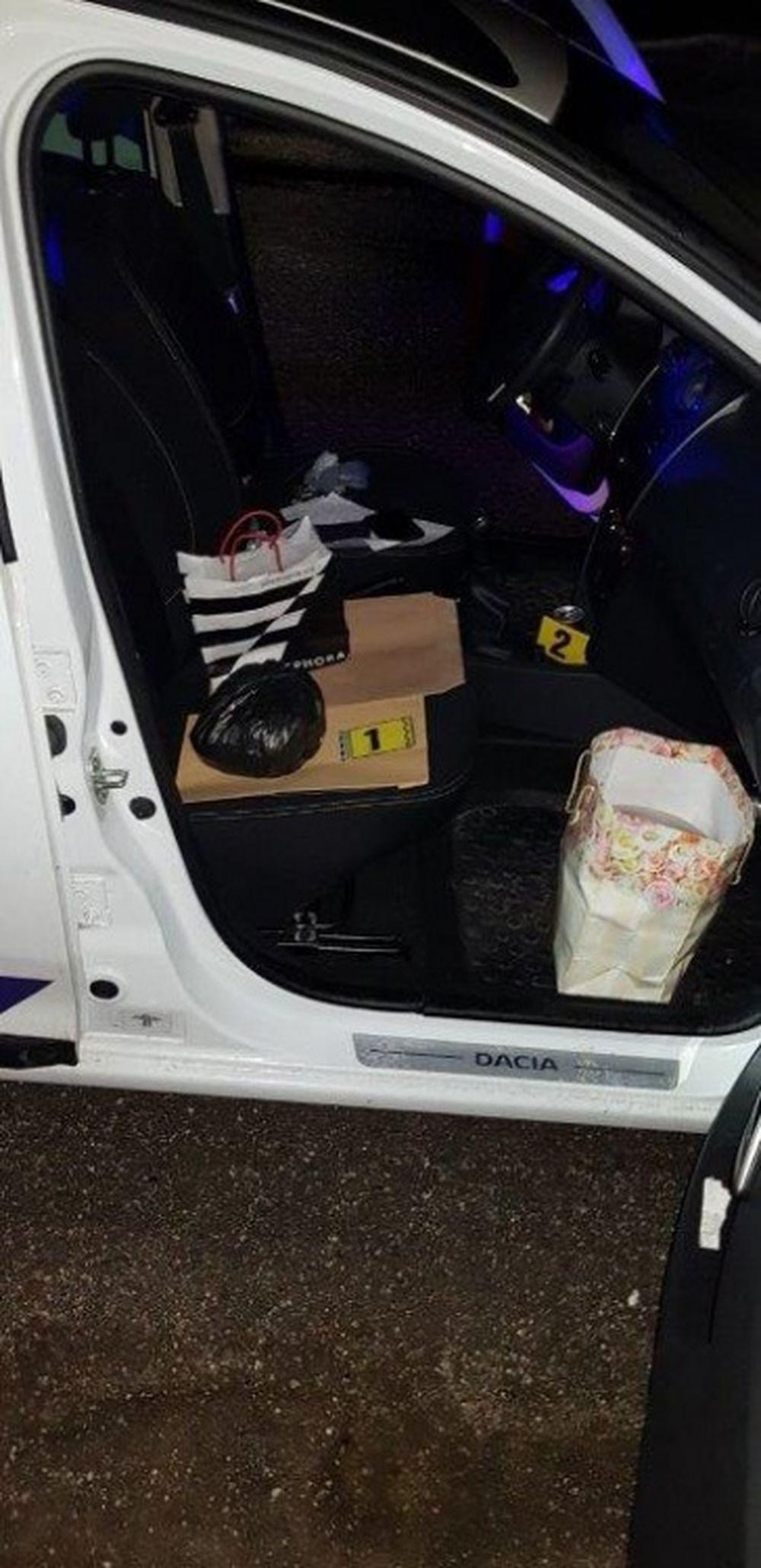 Policajti objavili v zastavenom vozidle v Kotešovej marihuanu, foto 6