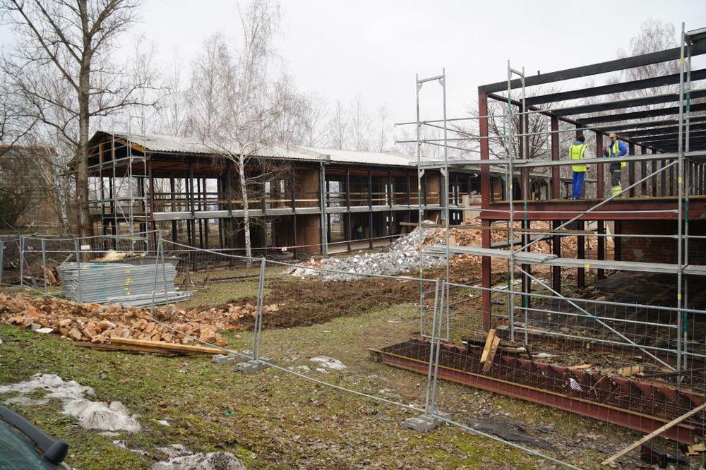 FOTO: Unimobunky pri Novej menze búrajú, na mieste vznikne parkovisko a neskôr budova, foto 13