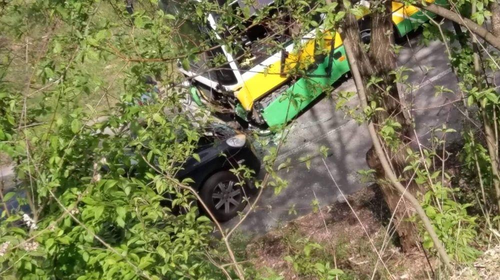 Dopravná nehoda pod sídliskom Žilina - Hájik 25.4.2019, foto 3