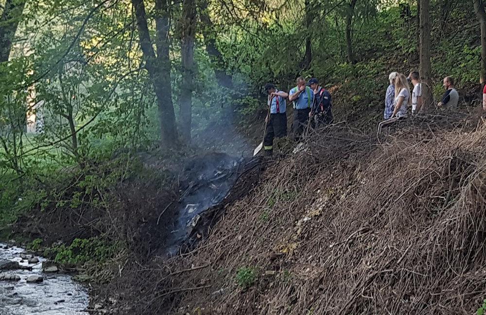 Požiar suchej trávy v mestskej časti Rosinky 25.4.2019, foto 3