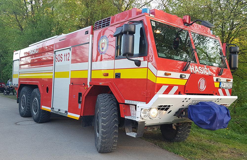 Požiar suchej trávy v mestskej časti Rosinky 25.4.2019, foto 1