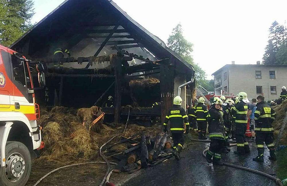Požiar rodinného domu a prístavby v katastri obce Skalité 18.5.2019, foto 1
