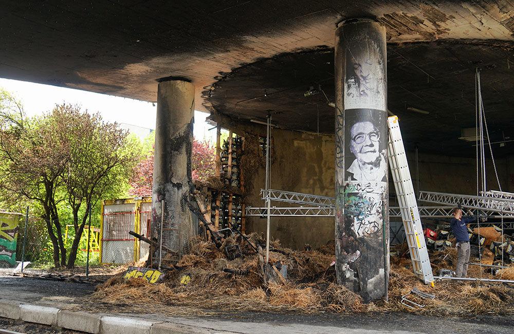 Nočný požiar poškodil kultúrny priestor aj kruhový nadjazd Rondel, foto 5