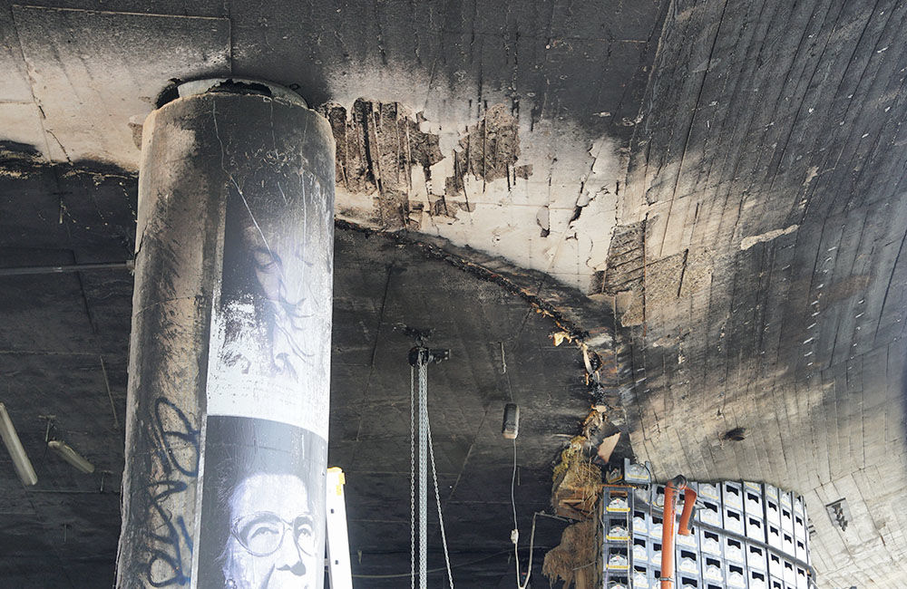 Nočný požiar poškodil kultúrny priestor aj kruhový nadjazd Rondel, foto 6