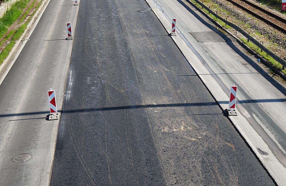 FOTO: Slovenská správa ciest urýchľuje rekonštrukciu cesty pod Rondlom, asfaltuje sa už od rána, foto 5
