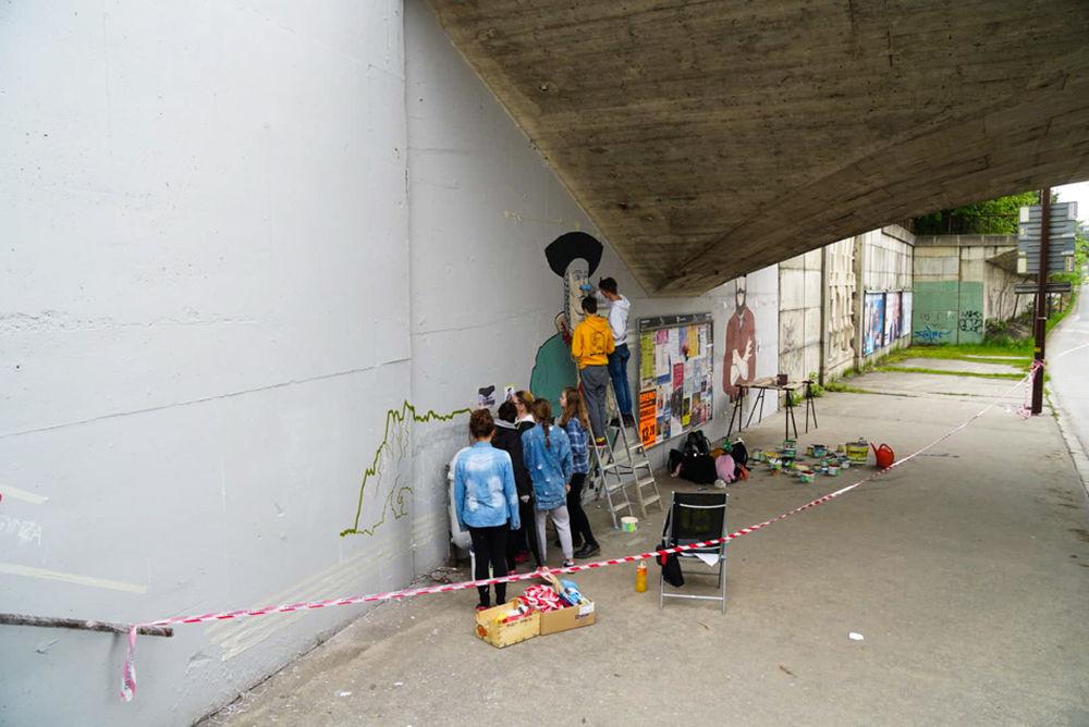 FOTO: Študenti už začali s maľovaním druhej strany Bernoláčky, zároveň opravili prvú, foto 1