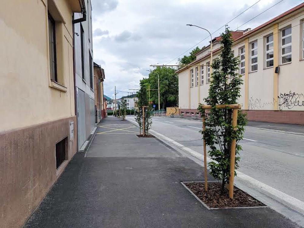 FOTO: Na ulici Komenského pribudla nová zeleň