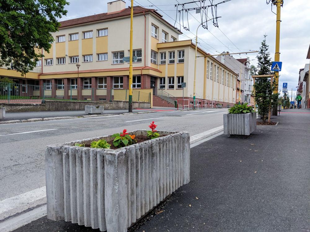 FOTO: Na ulici Komenského pribudla nová zeleň, foto 1