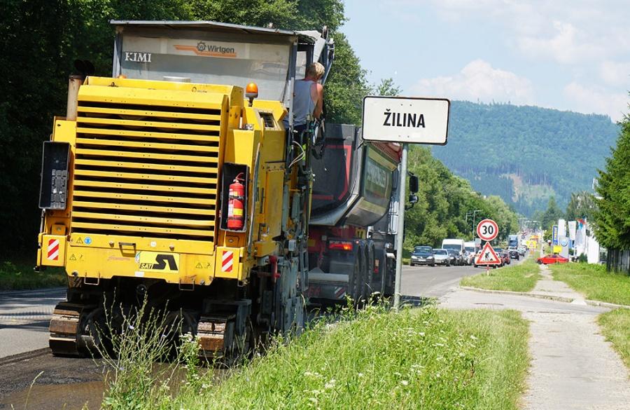 Rekonštrukcia asfaltového krytu vozovky na Rosinskej ceste v Žiline, foto 1