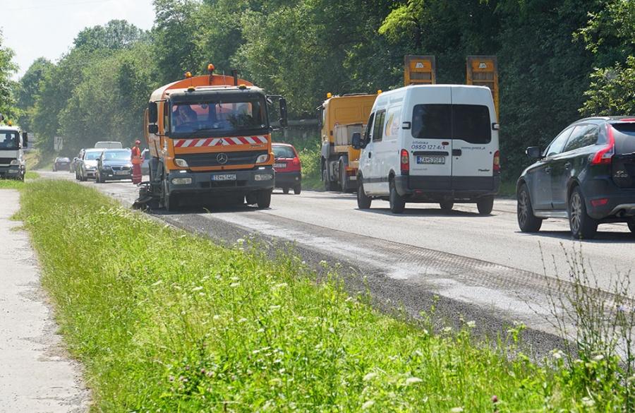 Rekonštrukcia asfaltového krytu vozovky na Rosinskej ceste v Žiline, foto 3