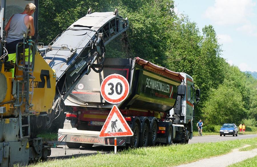Rekonštrukcia asfaltového krytu vozovky na Rosinskej ceste v Žiline, foto 2
