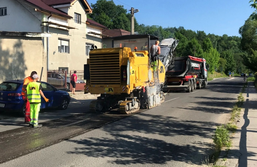 Rekonštrukcia asfaltového krytu vozovky na Rosinskej ceste v Žiline, foto 9