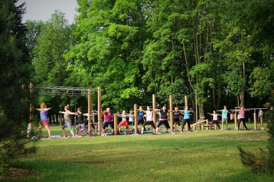 FOTO: Každý utorok a štvrtok sa v Parku Ľudovíta Štúra cvičí ranná joga, foto 5