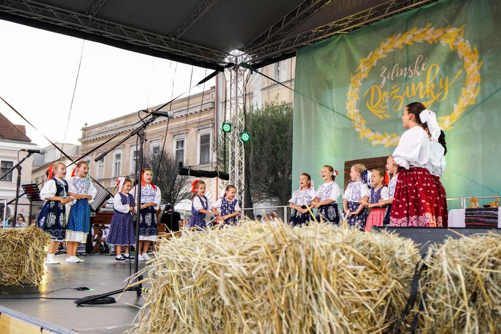 FOTO: Na Mariánskom námestí v Žiline prebiehajú Žilinské Dožinky 2019, foto 3