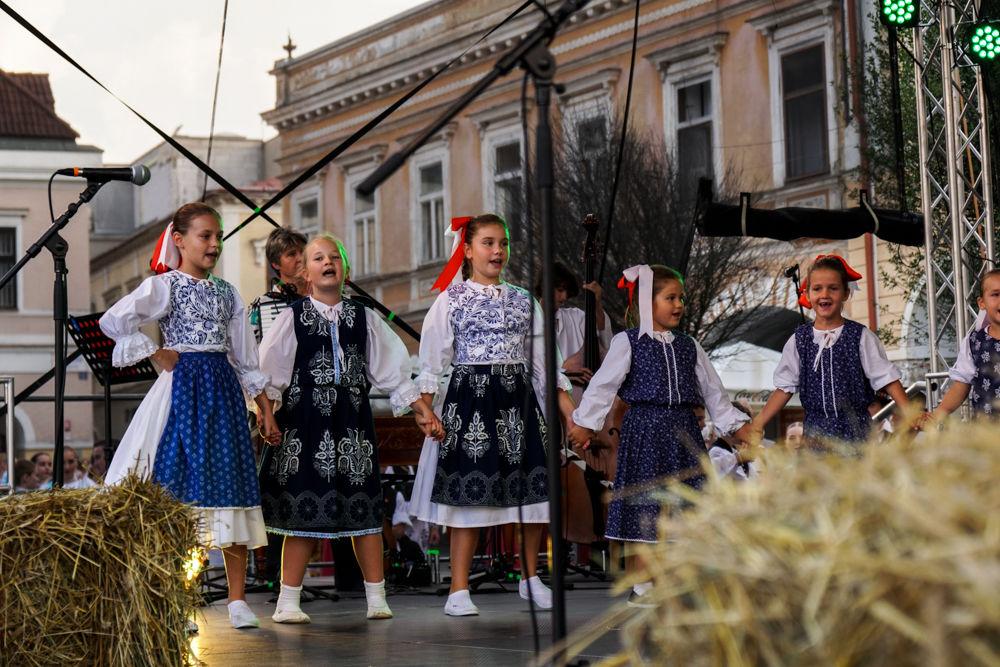 FOTO: Na Mariánskom námestí v Žiline prebiehajú Žilinské Dožinky 2019, foto 5