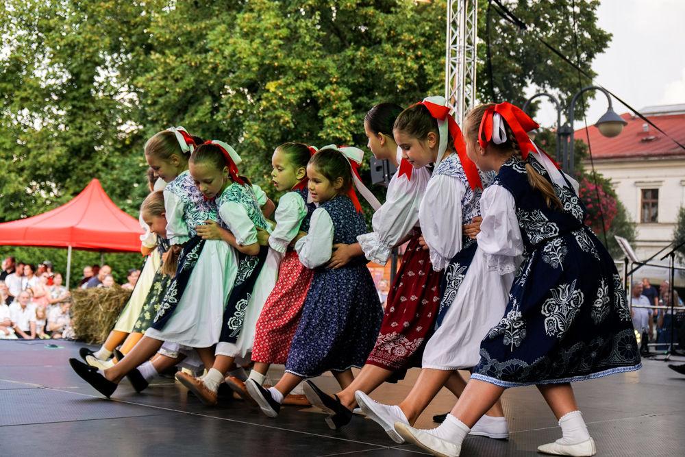 FOTO: Na Mariánskom námestí v Žiline prebiehajú Žilinské Dožinky 2019, foto 7