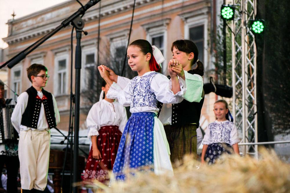 FOTO: Na Mariánskom námestí v Žiline prebiehajú Žilinské Dožinky 2019, foto 13