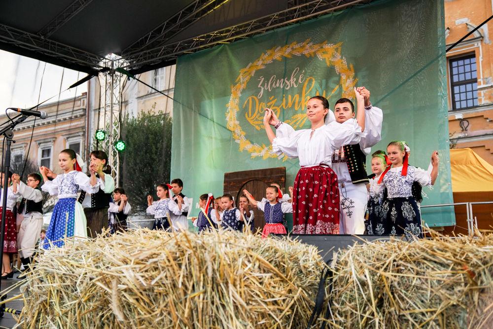 FOTO: Na Mariánskom námestí v Žiline prebiehajú Žilinské Dožinky 2019, foto 15