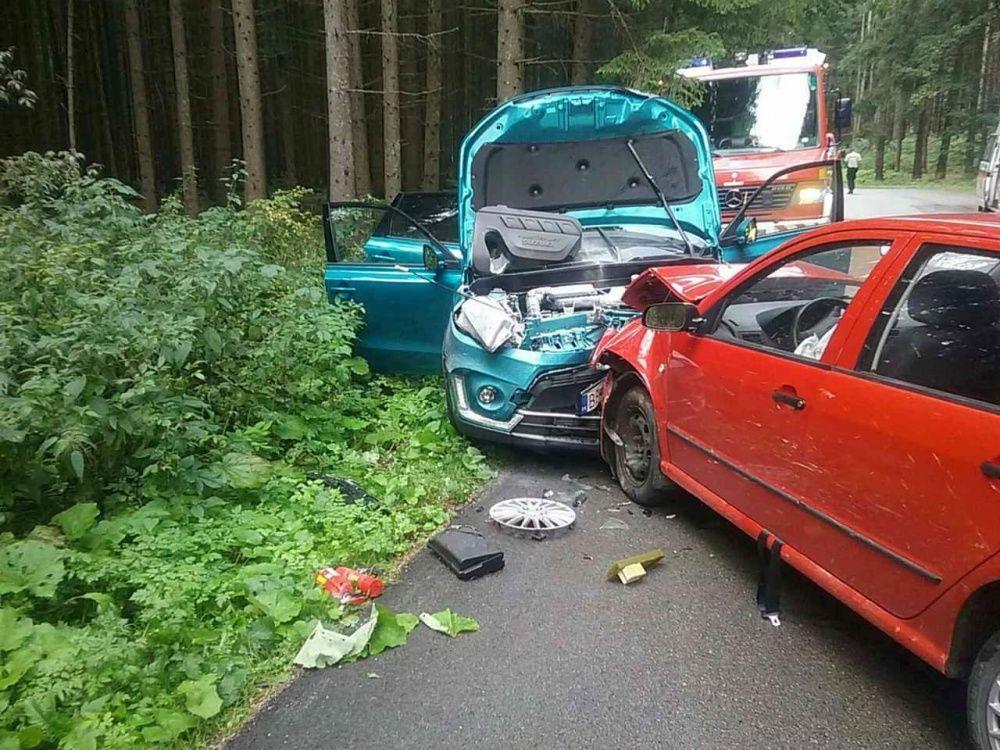 FOTO: Na Orave došlo k ďalšej vážnej nehode, pri čelnej zrážke sa zranilo až šesť osôb, foto 3