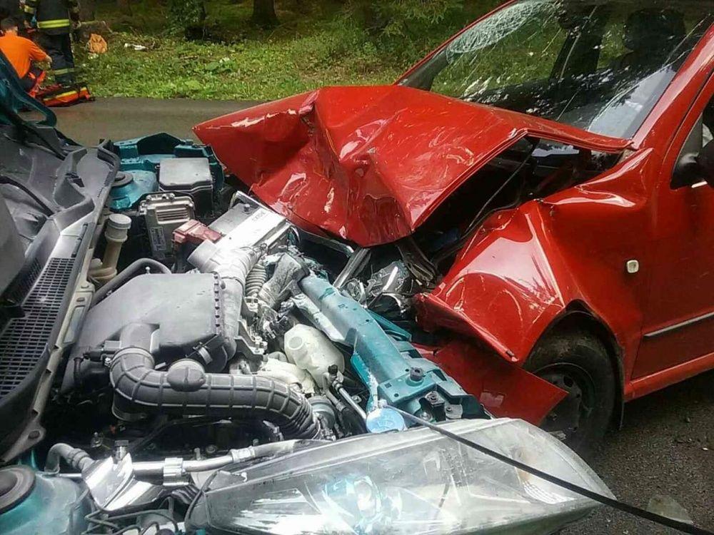 FOTO: Na Orave došlo k ďalšej vážnej nehode, pri čelnej zrážke sa zranilo až šesť osôb, foto 4