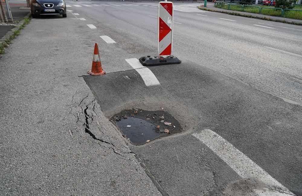 FOTO: Ulica 1. mája v Žiline sa na viacerých miestach postupne prepadáva