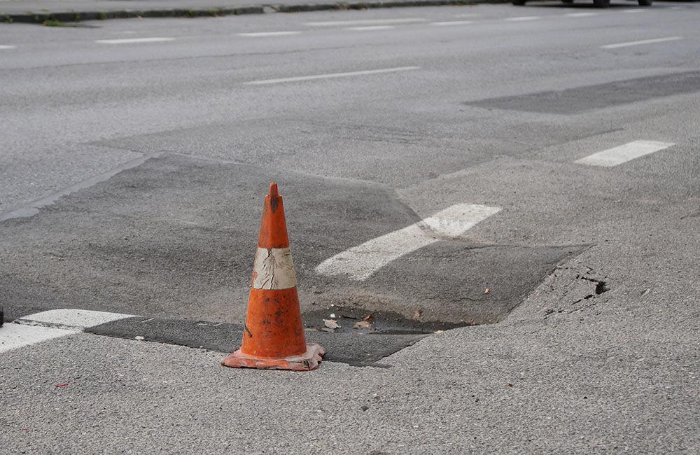 FOTO: Ulica 1. mája v Žiline sa na viacerých miestach postupne prepadáva, foto 2