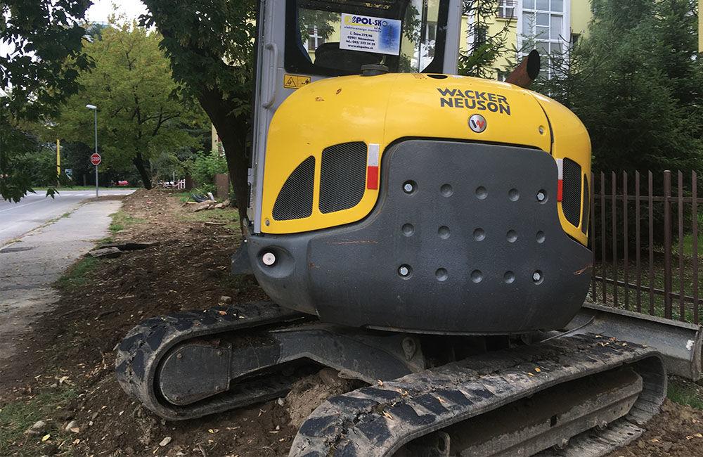 AKTUÁLNE: Vo výkopoch na sídlisku Hliny si ľudia poškodzujú vozidlá, zvýšte opatrnosť, foto 4
