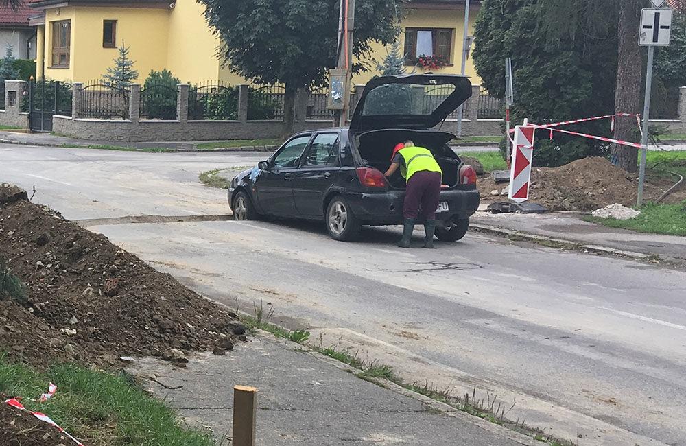 AKTUÁLNE: Vo výkopoch na sídlisku Hliny si ľudia poškodzujú vozidlá, zvýšte opatrnosť, foto 8