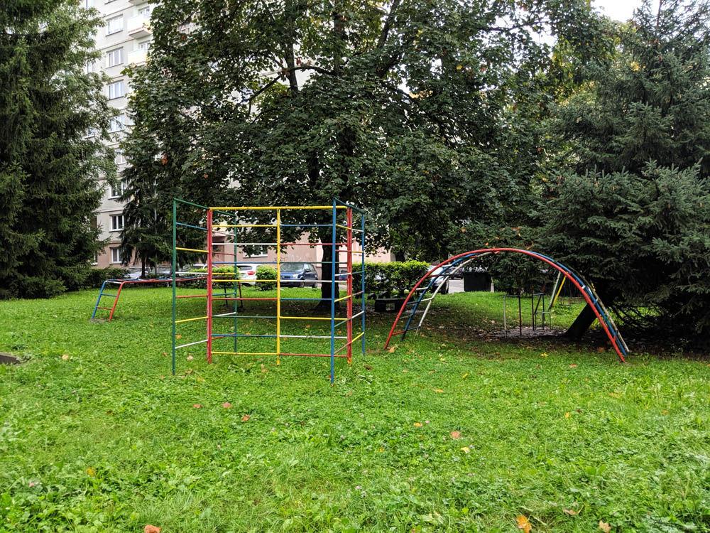 FOTO:Na Puškinovej ulici v Žiline odstránili detské ihrisko, ktoré mali obyvatelia priamo pod oknami, foto 11