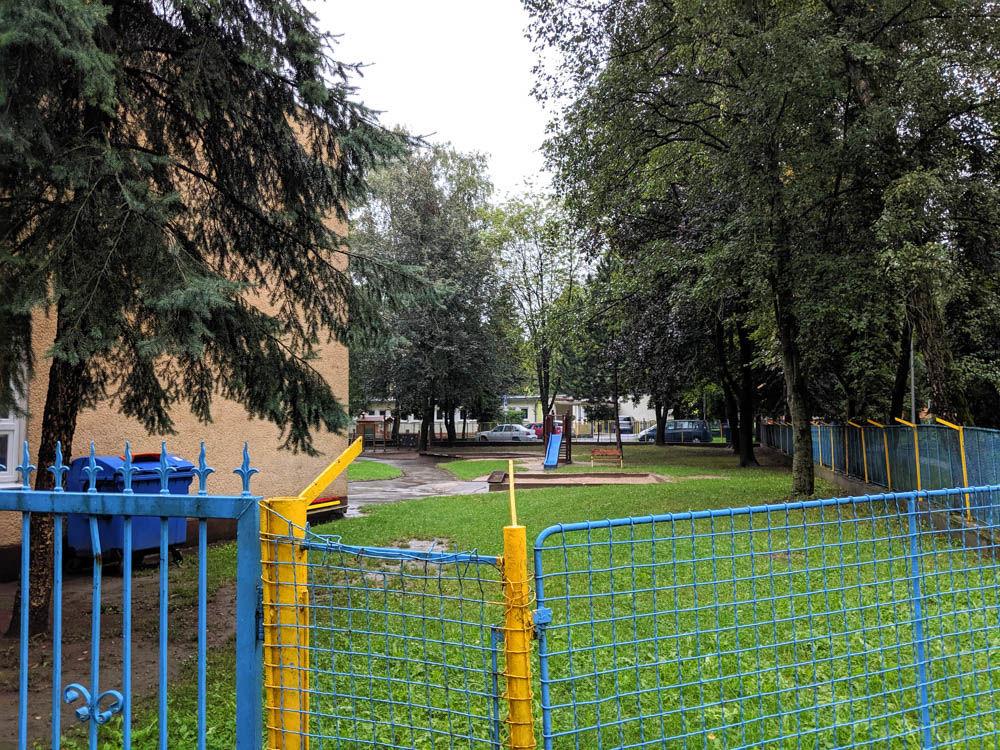 FOTO:Na Puškinovej ulici v Žiline odstránili detské ihrisko, ktoré mali obyvatelia priamo pod oknami, foto 12