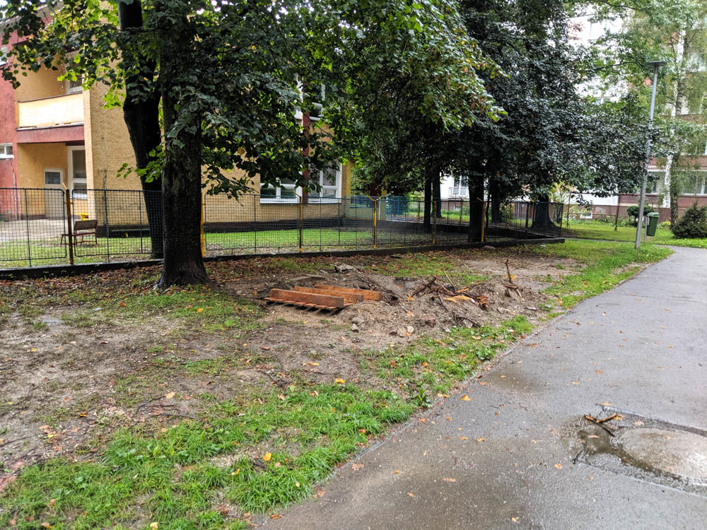 FOTO:Na Puškinovej ulici v Žiline odstránili detské ihrisko, ktoré mali obyvatelia priamo pod oknami, foto 7