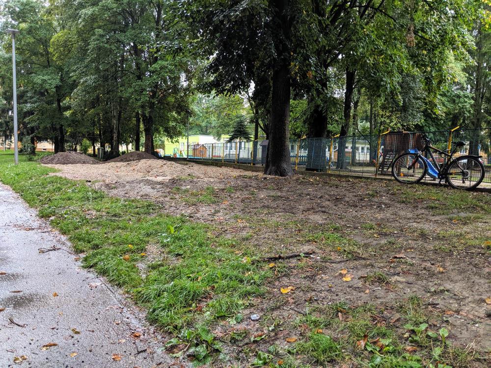 FOTO:Na Puškinovej ulici v Žiline odstránili detské ihrisko, ktoré mali obyvatelia priamo pod oknami, foto 9