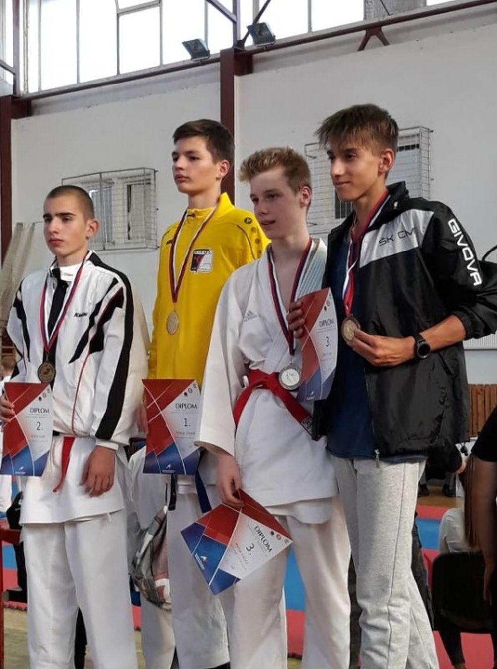 Úspechy žilinčanov na 1. kole slovenského pohára dorastencov a juniorov v karate v Košiciach, foto 5