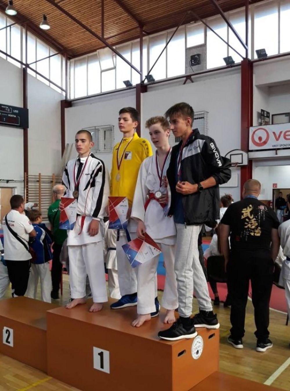 Úspechy žilinčanov na 1. kole slovenského pohára dorastencov a juniorov v karate v Košiciach, foto 6