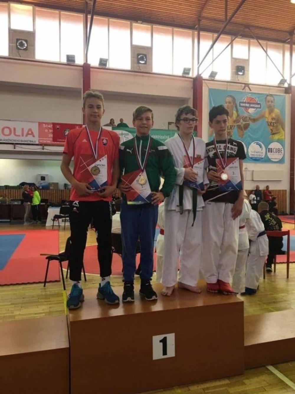 Úspechy žilinčanov na 1. kole slovenského pohára dorastencov a juniorov v karate v Košiciach, foto 7