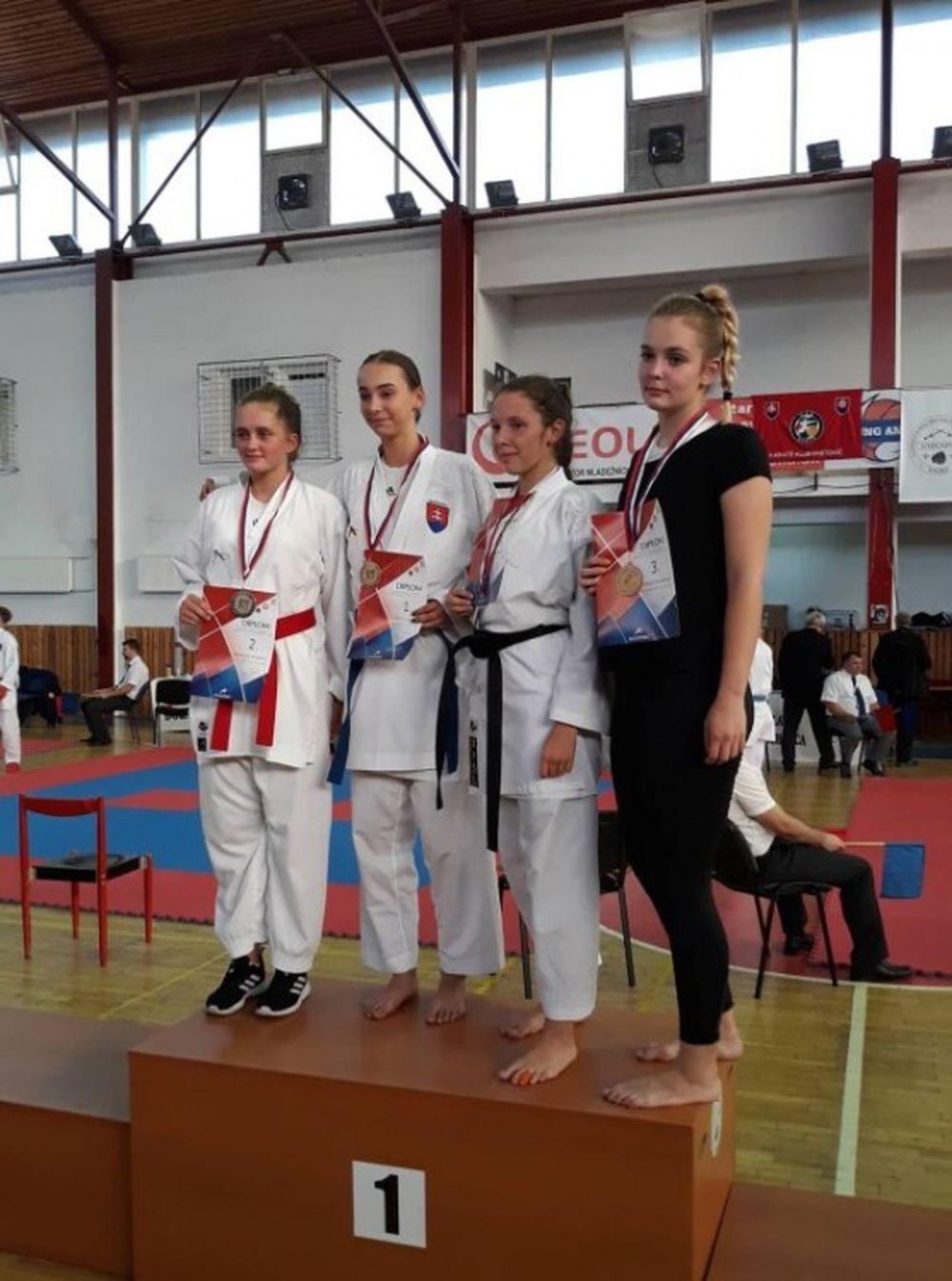Úspechy žilinčanov na 1. kole slovenského pohára dorastencov a juniorov v karate v Košiciach, foto 8
